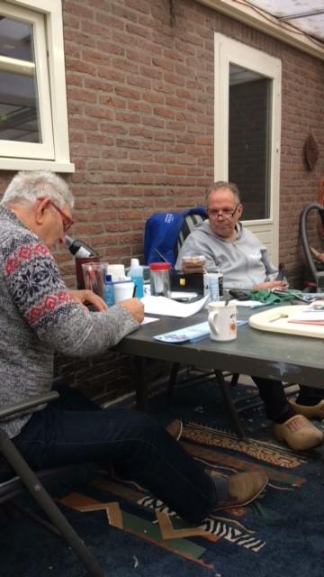 http://www.duivensites.nl/marcelvanzanden/content/Gert%20Jan%20Beute%20keurt%20de%20duiven_9673.JPG