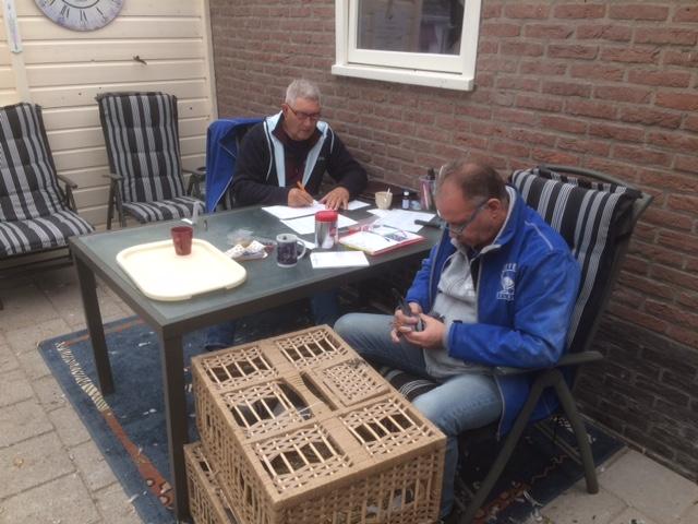 http://www.duivensites.nl/marcelvanzanden/content/Keuren%20duiven_756.JPG